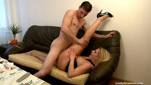 LuckyAmateurs.com - Lucie amateur sex video screenshots - 1 - 14